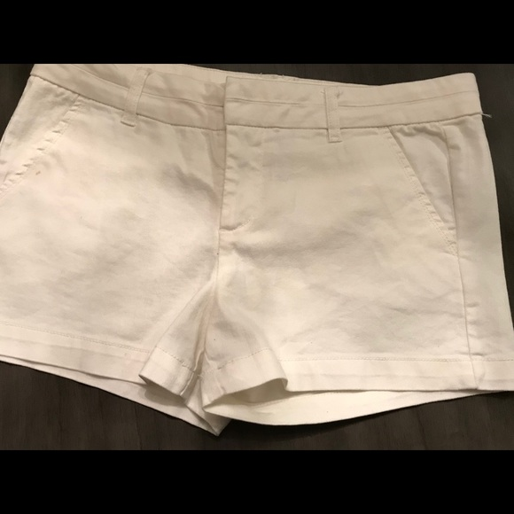 Harper Tab shorts in white